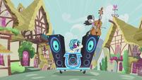 DJ Pon-3 signalling to Octavia Melody S5E9