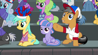 Quibble pointing to Pinkie Pie S9E6