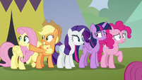 Applejack pointing off-screen S8E20