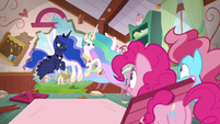 Princesses ready to help hungry students S9E13