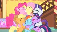 S01E23 Grupowy hug