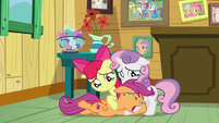 Scootaloo crying at her friends' hooves S9E12