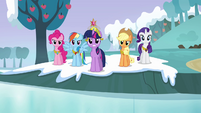"""Twilight and main cast """"it's back to being stone"""" S03E10"""