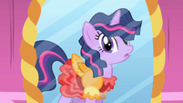 """Twilight in the mirror """"too poofy"""" S01E01"""