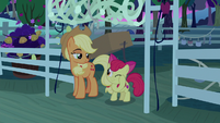Apple Bloom does 'cupcake in my eye' motion S9E10