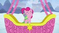 Pinkie Pie hugging Gummy S7E11