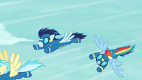 Rainbow Dash breaks out of formation S6E7