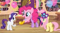 S04E04 Pinkie dmucha w imprezowy gwizdek