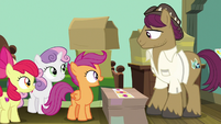 Scootaloo thanks her dad for the photos S9E12
