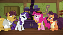 Pinkie balancing curry bowl on her head S6E12