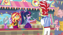 Twilight giving a park ticket to Flim EGROF