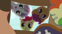 Cutie Mark Crusaders look in the box of costumes S7E8