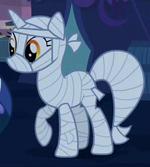 Lyra in her costume S2E4