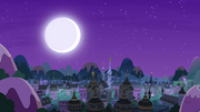Moon shines over Canterlot as lights go out S7E10.png
