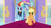 Older Rainbow and AJ notice their friends S9E26