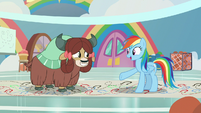 Rainbow encouraging Yona to try S9E7