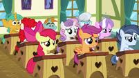 School foals looking confused S6E14