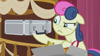 Sweetie Drops holding up a disguise case S5E9