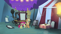 Applejack and Apple Bloom see Silver Shill gone S4E20