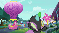 Main ponies and Spike ready the balloon S9E4