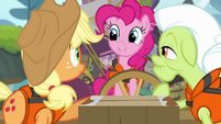 Pinkie Pie smiling at AJ and Granny Smith S4E09