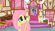 S01E22 Twilight zaprasza Fluttershy do środka