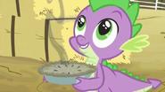 S03E09 Spike z ciastem