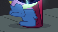 Spike's foot snags on cape S4E06