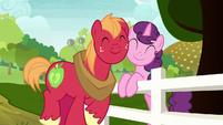 Big Mac and Sugar Belle nuzzling cheeks S8E12