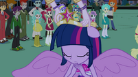 Celestia placing crown on Twilight's head EG