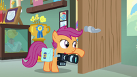 Scootaloo holding the sound-making door open S7E7