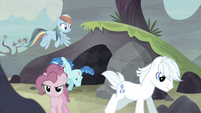 Secret passage leads ponies outside S5E2