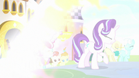 Starlight, Spike, and ponies freed by light S9E2