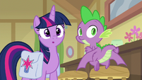 Twilight and Spike watch Dusty on stage S9E5