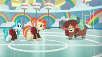Cheer ponies struggle to cheer next to Yona S9E15