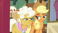 Goldie grins smugly at sneering Applejack S9E10