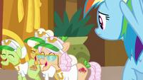 Grannies amused by Applesauce's flirting S8E5