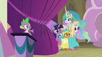 Ocellus, Smolder, and Silverstream go on stage S8E7