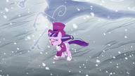 S06E08 Snowfall otoczona przez Windigos