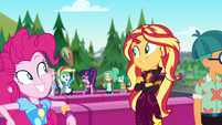 Sunset sees Rainbow Dash in another line EGSBP