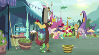 Discord poofing apples into existence S9E23