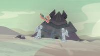 Somnambula flies to the pyramid S7E18