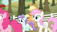 Tootsie and Twinkleshine running S02E15