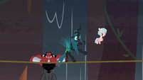Chrysalis starting to lose her balance S9E8