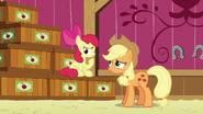 S06E23 Apple Bloom zastanawia się