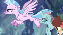 Silverstream and Ocellus race for the exit S8E22