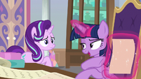 Twilight finds the list she was looking for S9E1