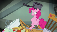Pinkie with a pot on her head S4E04