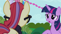 Twilight apologizing to Moon Dancer S5E12