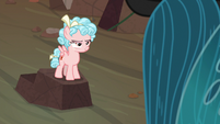 Cozy Glow smirking at Queen Chrysalis S9E8